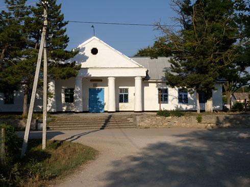 Административное здание в селе Гончарном